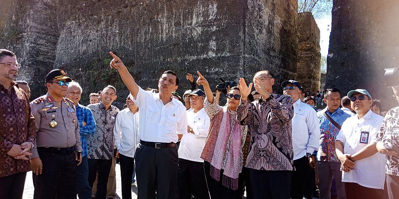 https: img-z.okeinfo.net content 2018 07 05 20 1918367 aksi-sri-mulyani-dan-menko-luhut-ajak-presiden-bank-dunia-ke-gwk-6ffVctT4Ni.jpg