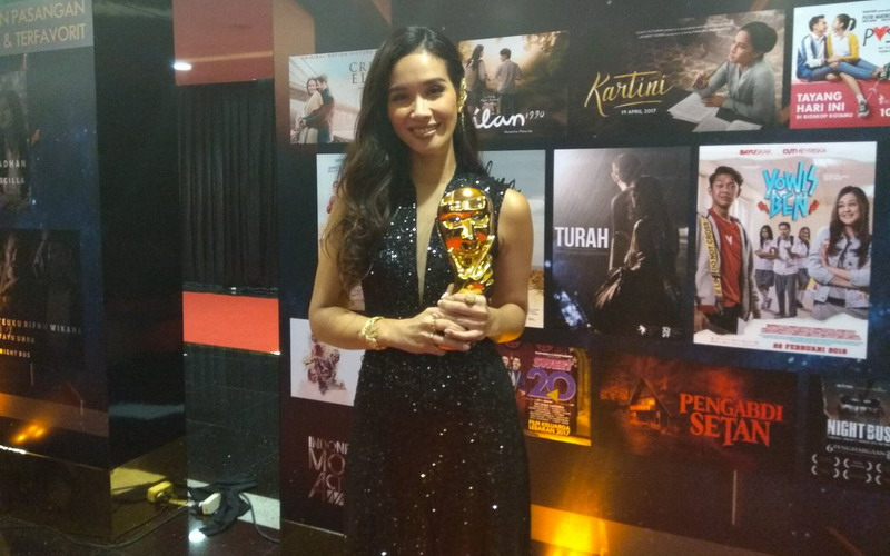 https: img-z.okeinfo.net content 2018 07 05 206 1918035 marsha-timothy-dinobatkan-sebagai-pemeran-utama-wanita-terbaik-ima-awards-2018-vth8KkP6bg.jpg