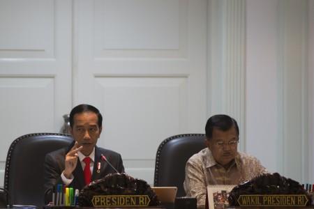 https: img-z.okeinfo.net content 2018 07 06 20 1918860 presiden-akui-ketidakpastian-ekonomi-global-hantui-indonesia-oqftHgQM0B.jpg