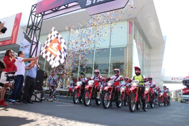 https: img-z.okeinfo.net content 2018 07 08 15 1919499 ribuan-biker-honda-touring-trabasan-sambut-mxgp-indonesia-rGSpgWEGd3.jpg