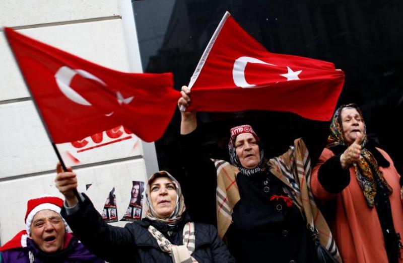 https: img-z.okeinfo.net content 2018 07 08 18 1919561 diduga-dukung-kelompok-teroris-turki-pecat-lebih-dari-18-000-pegawai-negeri-4EdjXcImTw.jpg