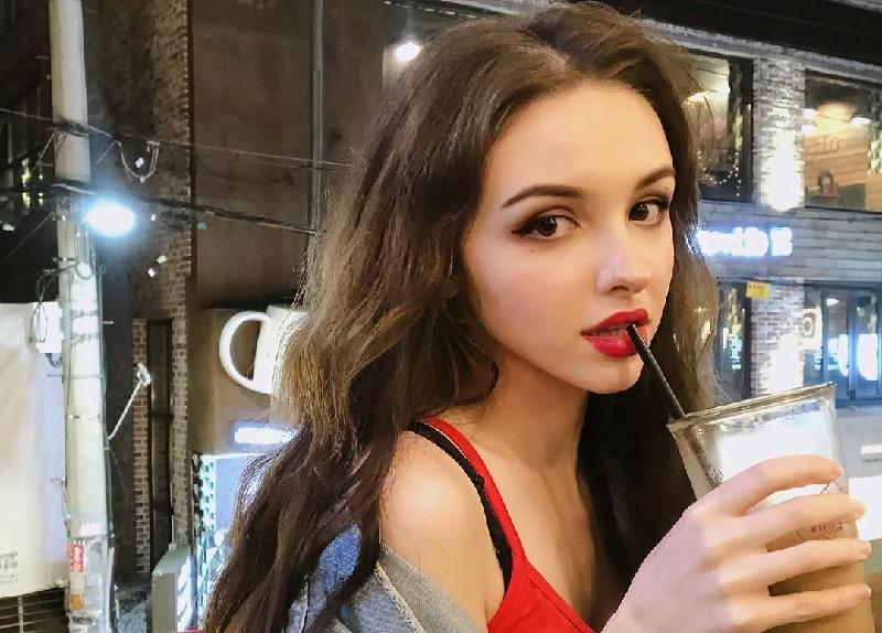 https: img-z.okeinfo.net content 2018 07 09 194 1920018 6-potret-kecantikan-karimova-elina-si-manusia-barbie-dari-uzbekistan-9crF1xj22w.jpg