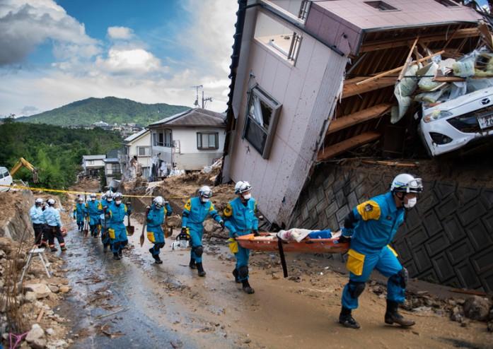 https: img-z.okeinfo.net content 2018 07 10 18 1920270 korban-tewas-banjir-jepang-bertambah-jadi-122-kemungkinan-temukan-penyintas-tipis-DhTsNxuWGv.jpg