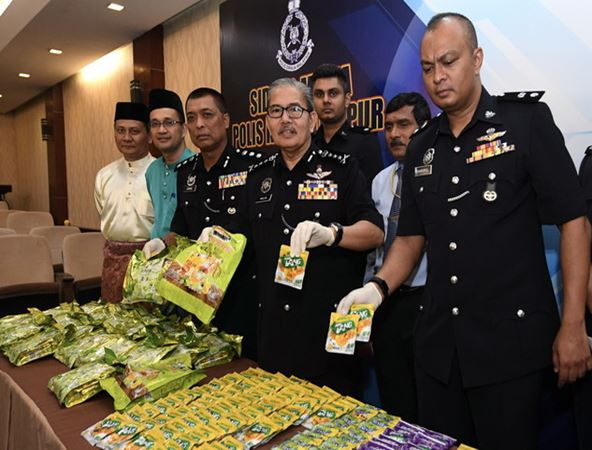 https: img-z.okeinfo.net content 2018 07 10 18 1920311 terlibat-pesta-seks-dan-narkoba-tiga-wni-ditangkap-di-malaysia-PFrOB4ADse.jpg