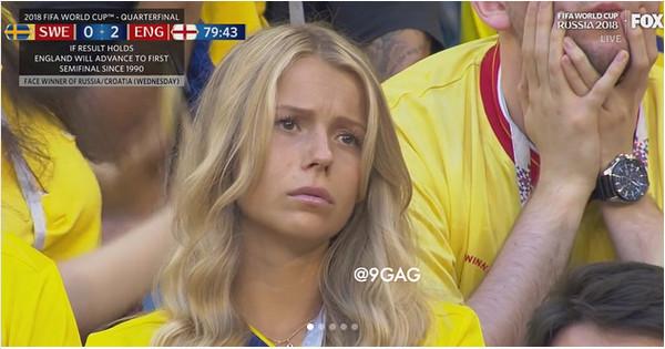 https: img-z.okeinfo.net content 2018 07 10 196 1920380 lihat-foto-foto-sedihnya-suporter-perempuan-swedia-bawaannya-mau-peluk-qGR4cjPBTo.jpg