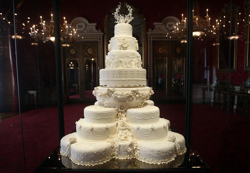 https: img-z.okeinfo.net content 2018 07 10 298 1920413 kue-berusia-7-tahun-disajikan-di-acara-pembaptisan-pangeran-louis-rJ61DCNSq6.jpg