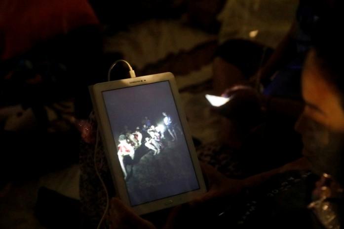 https: img-z.okeinfo.net content 2018 07 11 18 1920736 kisah-para-remaja-yang-terjebak-di-gua-thailand-direncanakan-diangkat-jadi-film-hollywood-vTsOekR5gm.jpg