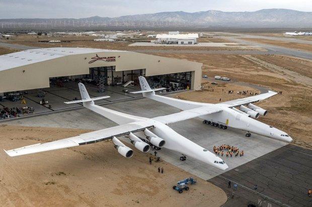 https: img-z.okeinfo.net content 2018 07 11 320 1921107 ini-dia-pesawat-terbesar-di-dunia-sebesar-lapangan-bola-bIfCTy3HgE.jpg