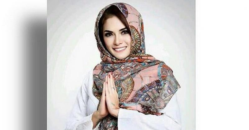 https: img-z.okeinfo.net content 2018 07 11 33 1920739 hijrah-nikita-mirzani-mantap-gunakan-hijab-xQ4TaF7jmh.jpg