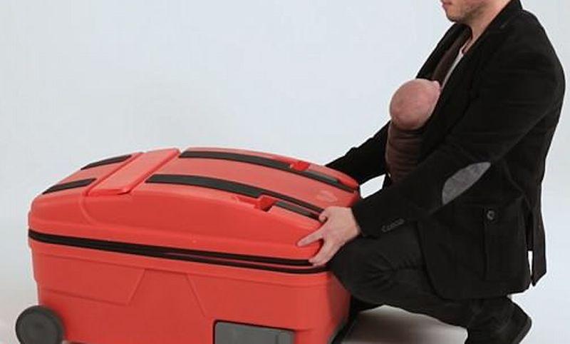 https: img-z.okeinfo.net content 2018 07 11 406 1921088 koper-multifungsi-untuk-temani-ibu-traveling-bisa-jadi-stroller-hingga-bathup-bayi-2N9WaSj8Eg.jpg