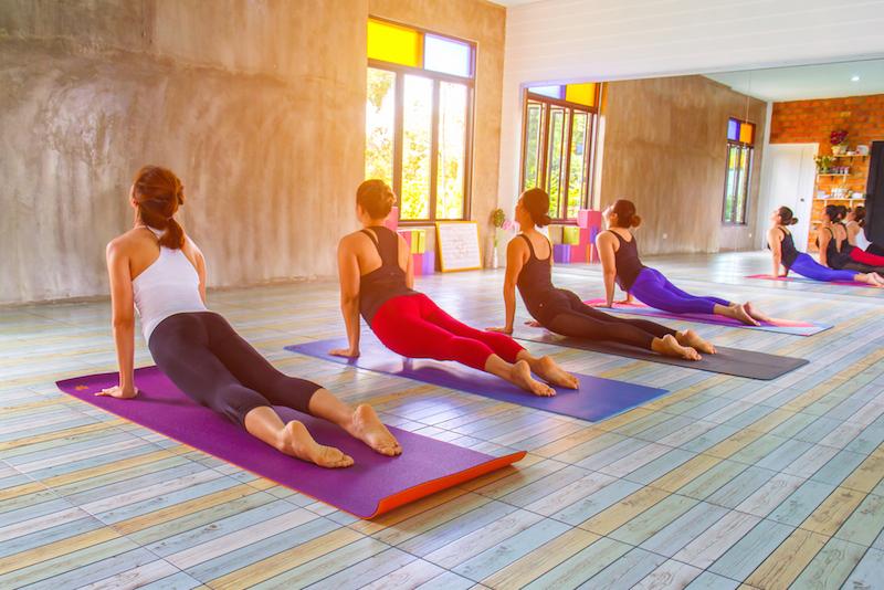 https: img-z.okeinfo.net content 2018 07 11 481 1921087 kombinasi-gerakan-yoga-seperti-ini-bisa-bikin-tidur-lebih-nyenyak-IALDKHjBB4.jpg