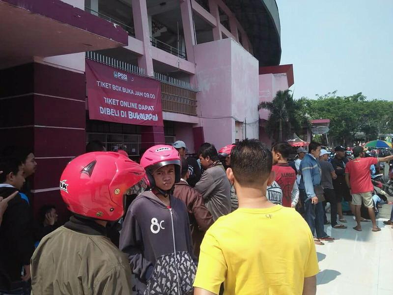 https: img-z.okeinfo.net content 2018 07 11 51 1920848 sistem-penjualan-tiket-piala-aff-u-19-2018-kena-kritik-suporter-indonesia-OWtcdZD1ip.jpg