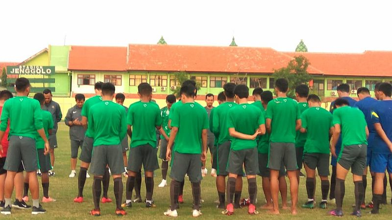 https: img-z.okeinfo.net content 2018 07 11 51 1921096 timnas-indonesia-u-19-siap-lahir-batin-lawan-malaysia-di-semifinal-NitqZjW0z7.jpg