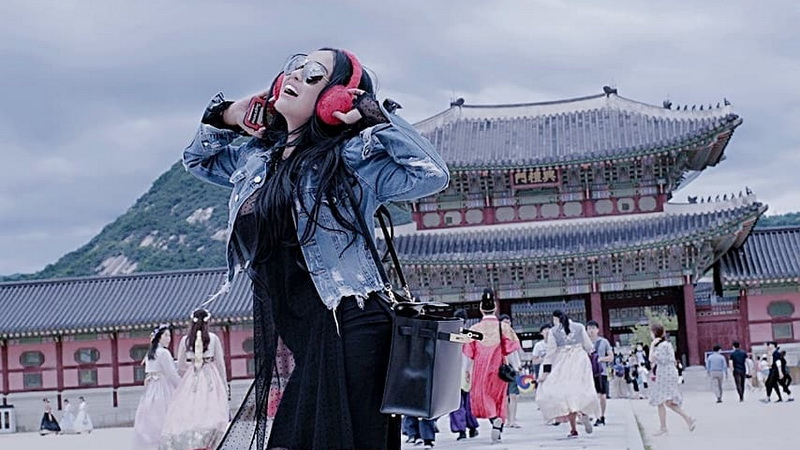 https: img-z.okeinfo.net content 2018 07 12 33 1921545 usai-tampil-di-festival-musik-korea-selatan-ratu-meta-tersesat-di-kota-seoul-s3nfxz00eu.jpg