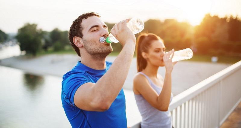 https: img-z.okeinfo.net content 2018 07 12 481 1921522 5-kiat-mudah-penuhi-kebutuhan-air-minum-dalam-sehari-nomor-3-paling-asyik-gWQ3KwOieA.jpg