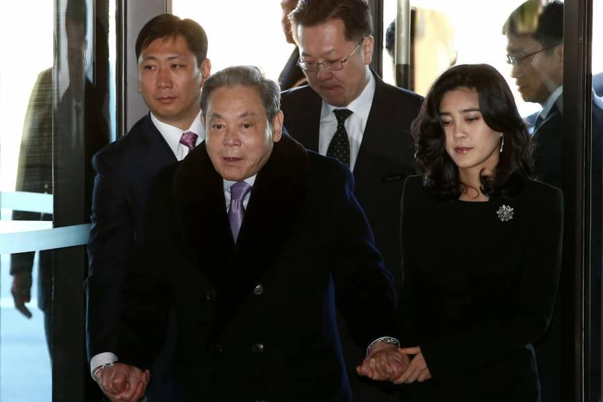 https: img-z.okeinfo.net content 2018 07 13 320 1921861 daftar-10-orang-terkaya-di-korea-selatan-bos-samsung-duduk-paling-atas-Rkq8jv6A0u.jpg