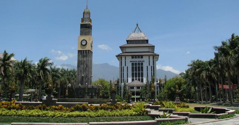 https: img-z.okeinfo.net content 2018 07 13 65 1921854 berada-di-peringkat-8-universitas-brawijaya-buru-jadi-universitas-terbaik-di-indonesia-g8WbjWWnTX.jpg