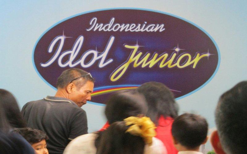 https: img-z.okeinfo.net content 2018 07 14 205 1922317 sukses-di-2-kota-audisi-indonesian-idol-junior-2018-tiba-di-jakarta-iqI5H0fyhU.jpg