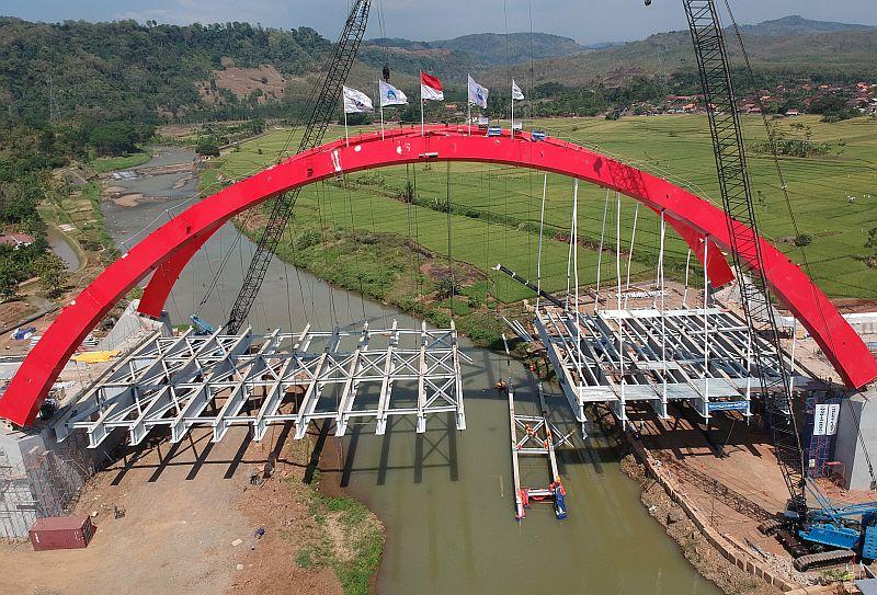 https: img-z.okeinfo.net content 2018 07 16 320 1922831 runtuh-proyek-jembatan-kali-kuto-dievaluasi-rSr6yOEiB8.jpg