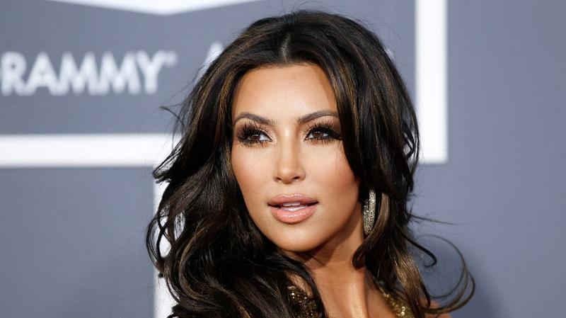 https: img-z.okeinfo.net content 2018 07 19 33 1924751 lagi-kim-kardashian-digugat-karena-pelanggaran-hak-cipta-PGCsBy2svK.jpg