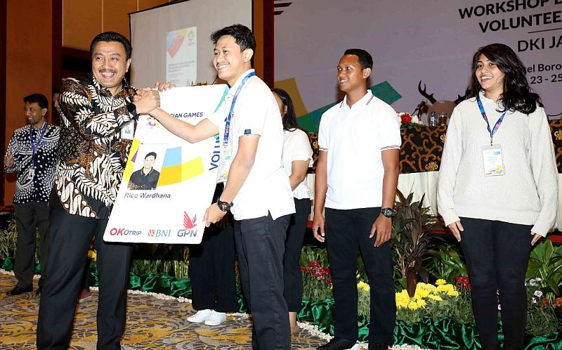 https: img-z.okeinfo.net content 2018 07 23 601 1926274 13-ribu-volunteer-asian-games-bebas-memanfaatkan-transjakarta-selama-event-berlangsung-FDMLkM0ryv.jpg