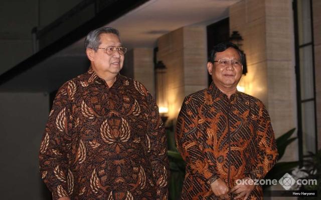 https: img-z.okeinfo.net content 2018 07 25 194 1926993 sby-prabowo-bertemu-bahas-politik-dresscode-batik-jawa-tengahan-jadi-sorotan-5LKJKbt7m7.jpg