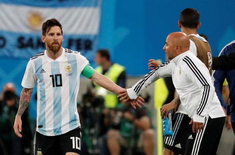 https: img-z.okeinfo.net content 2018 07 25 51 1927129 pertengkaran-messi-dan-sampaoli-usai-laga-argentina-vs-kroasia-terungkap-fypjMqGhhn.jpg