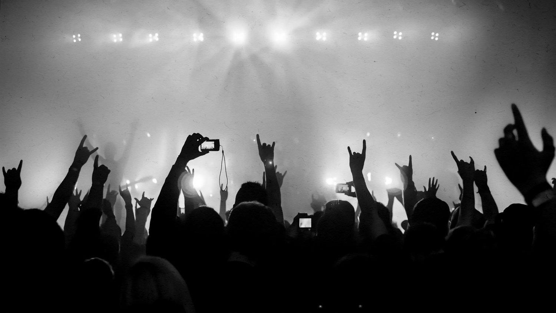 https: img-z.okeinfo.net content 2018 07 26 196 1927736 ketika-anak-metal-headbang-sambil-sholawatan-videonya-jadi-viral-KJcyOwm23b.jpg