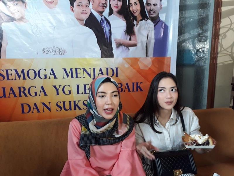 https: img-z.okeinfo.net content 2018 07 31 33 1929574 ratna-galih-dan-ririn-dwi-ariyanti-kepincut-buat-girlband-1ghw6aZnLQ.jpg