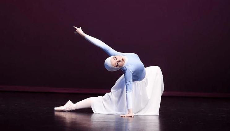 https: img-z.okeinfo.net content 2018 08 06 196 1932563 kisah-balerina-berhijab-yang-sempat-ditolak-ikut-sekolah-balet-kelas-internasional-g8zNrytDwK.png