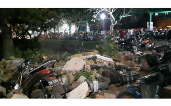 https: img-z.okeinfo.net content 2018 08 07 65 1933050 gempa-lombok-ui-kirim-tim-medis-dan-tanggap-darurat-ke-lombok-ThUZIoGeWC.jpg