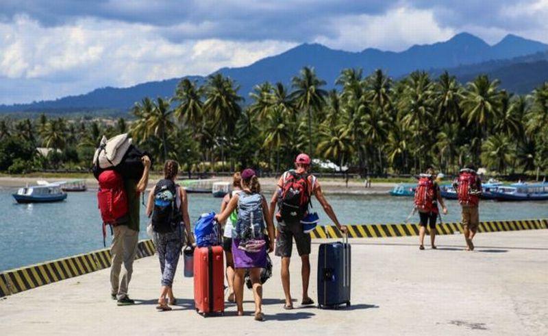 https: img-z.okeinfo.net content 2018 08 09 406 1933866 isu-tsunami-pemicu-utama-eksodus-ribuan-turis-dari-lombok-q3YRzXTnDA.jpg