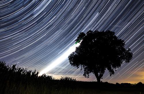 https: img-z.okeinfo.net content 2018 08 10 56 1934718 saksikan-fenomena-hujan-meteor-perseid-pekan-ini-tQc3z1LmUu.jpg