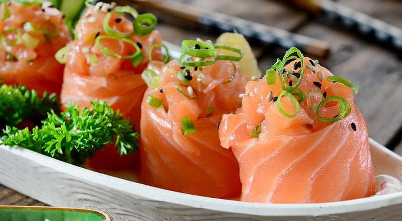 https: img-z.okeinfo.net content 2018 08 11 298 1935058 pelanggan-temukan-belatung-di-makanan-manajer-restoran-sushi-ini-langsung-mundur-Vs2Wx0ThPs.jpg