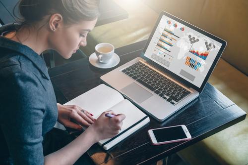 https: img-z.okeinfo.net content 2018 08 11 57 1935255 intip-deretan-laptop-terbaik-di-2018-GTECaxUzfs.jpg