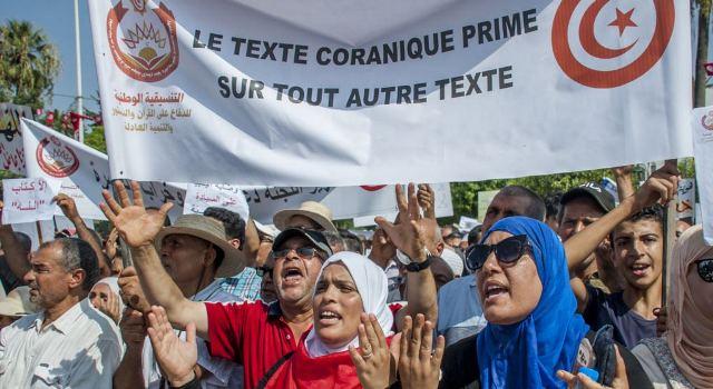https: img-z.okeinfo.net content 2018 08 13 18 1935599 ribuan-muslim-tunisia-protes-usulan-terkait-homoseksual-dan-kesetaraan-gender-W0DDMFcMiO.jpg
