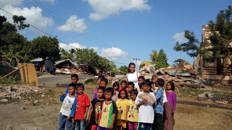 https: img-z.okeinfo.net content 2018 08 15 194 1937106 cerita-achintya-nilsen-yang-terjun-langsung-bantu-korban-gempa-lombok-PjdaGxSKnk.JPG