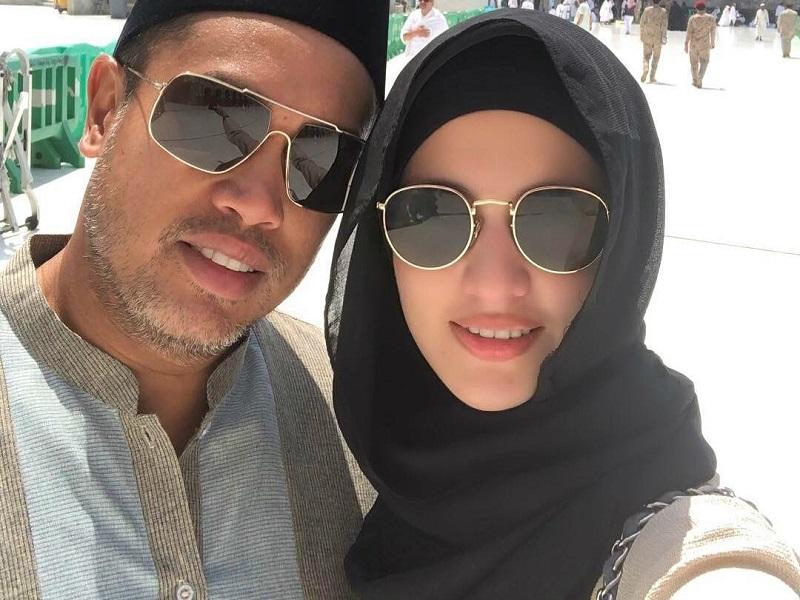 https: img-z.okeinfo.net content 2018 08 20 194 1938873 jalani-ibadah-haji-dengan-suami-nia-ramadhani-makin-cantik-berbusana-syar-i-woNnFkKbG6.jpg