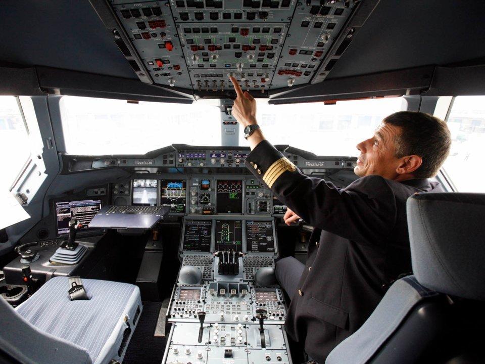 https: img-z.okeinfo.net content 2018 08 20 406 1939169 7-hal-seputar-penerbangan-pesawat-yang-jarang-diketahui-Y2FWTAHuHs.jpg