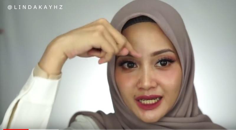 https: img-z.okeinfo.net content 2018 08 23 194 1940315 tutorial-hijab-anti-letoy-tegak-paripurna-ala-youtuber-linda-kayhz-5fIkVSQv75.jpg