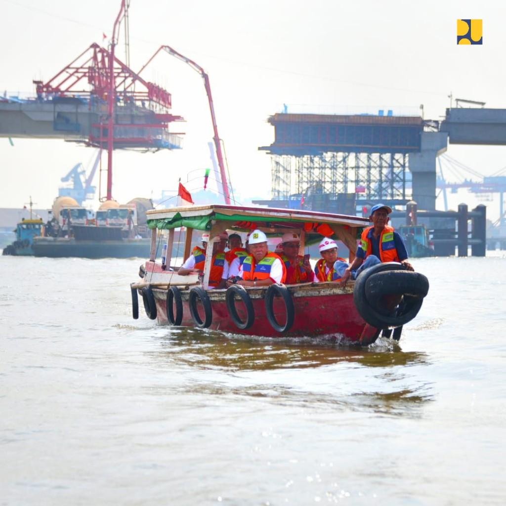 https: img-z.okeinfo.net content 2018 08 26 320 1941600 naik-perahu-menteri-basuki-tinjau-pembangunan-jembatan-musi-iv-kBg82FaGxD.jpg