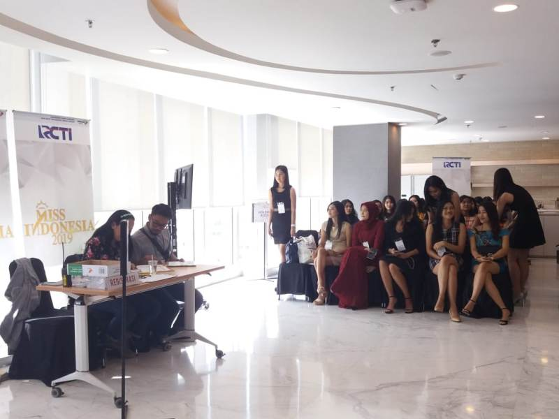 https: img-z.okeinfo.net content 2018 09 01 194 1944621 antusiasme-42-peserta-audisi-miss-indonesia-2019-yakin-lolos-ke-tahap-selanjutnya-jsc2ez85Up.jpeg
