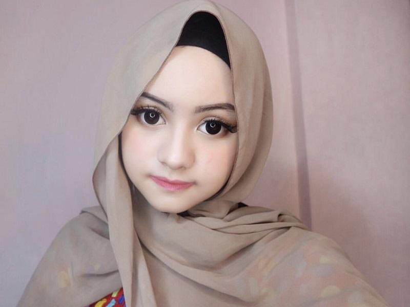 https: img-z.okeinfo.net content 2018 09 04 194 1945810 kenalan-dengan-barbie-gel-si-gadis-cantik-berhijab-yang-viral-di-tik-tok-DmKfljLN4N.jpeg