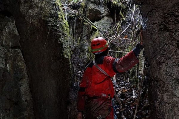 https: img-z.okeinfo.net content 2018 09 04 65 1945959 ditemukan-17-mulut-gua-baru-di-papua-hasil-ekspedisi-mapala-ui-dvyj7Fkar5.jpg