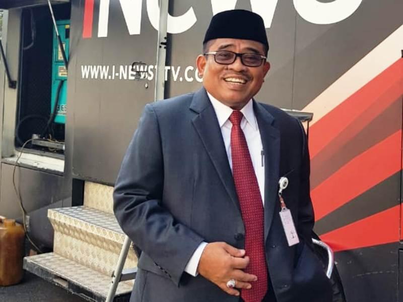 https: img-z.okeinfo.net content 2018 09 05 340 1946412 nurdin-abdullah-resmi-jadi-gubernur-sulsel-sumarsono-beres-beres-rumah-dinas-46G3LAJo41.jpg