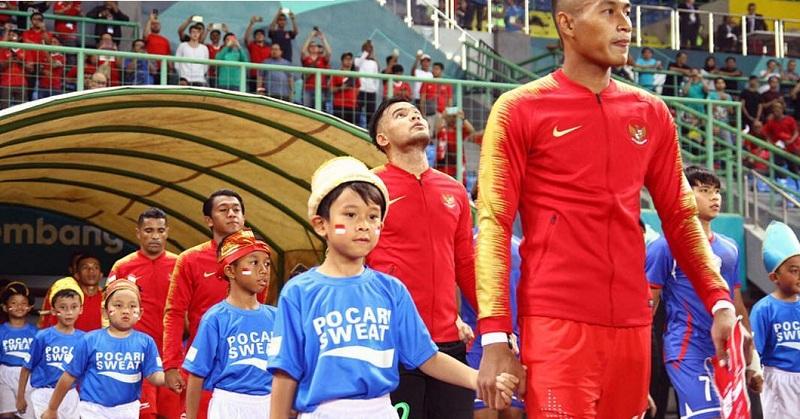 https: img-z.okeinfo.net content 2018 09 07 196 1947335 haru-dan-bangga-melani-putri-lihat-anaknya-jadi-player-escort-sepakbola-asian-games-2018-Bco1dgGwSZ.jpg