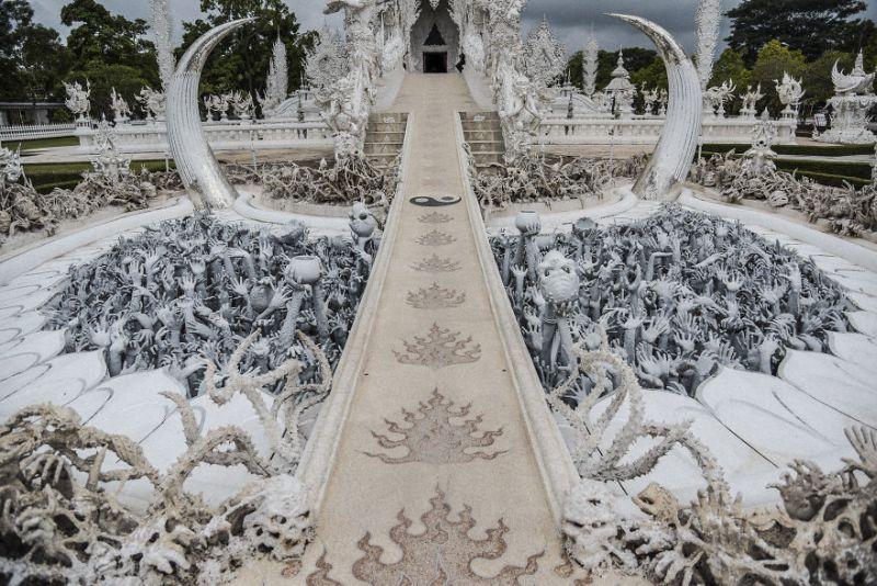 https: img-z.okeinfo.net content 2018 09 07 406 1947332 white-temple-bangunan-berkonsep-surga-dan-neraka-tk9FAfDaVg.jpg