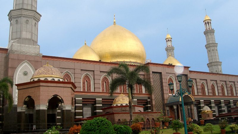 https: img-z.okeinfo.net content 2018 09 11 406 1948921 rayakan-tahun-baru-islam-asyiknya-kunjungi-5-destinasi-wisata-islami-ini-HJZKwSLhmC.jpg