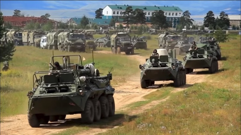 https: img-z.okeinfo.net content 2018 09 12 18 1949257 diikuti-300-ribu-tentara-latihan-perang-terbesar-rusia-dalam-tiga-dekade-vostok-2018-dimulai-UwU0InhFx7.jpg