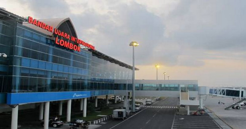 https: img-z.okeinfo.net content 2018 09 12 337 1949495 bandara-lombok-ganti-nama-elite-demokrat-modus-baru-jokowi-ambil-alih-prasasti-sby-cH9zbmeYkf.jpg